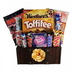 Treats Treasure Box – Rosh Hashanah Gift Basket Europe